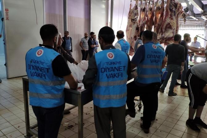 Diyanet Vakfı Bingöl'de 26 bin kişiye kurban eti ulaştırdı