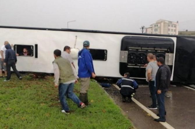 Biga'da yolcu otobüsü devrildi: 1 ölü 26 yaralı