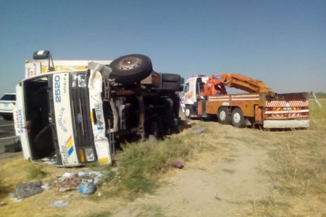 Nusaybin'de kamyon şarampole devrildi: 4 yaralı