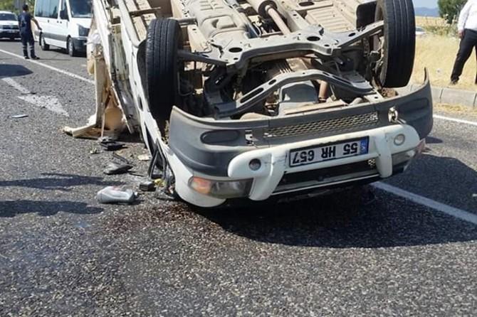 Kâhta'da kamyonet devrildi: 1 ağır yaralı