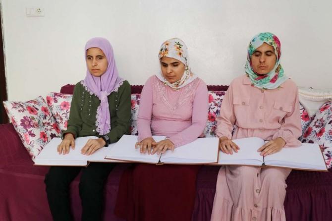 Gaziantep'te görme engelli kız kardeşler hafız olmak istiyor