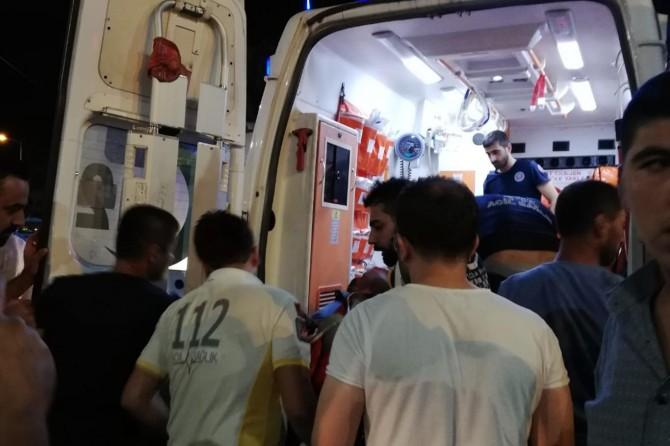 Batman'da Diyarbakır Caddesi'nde kamyonet ile motosiklet çarpıştı: 2 yaralı