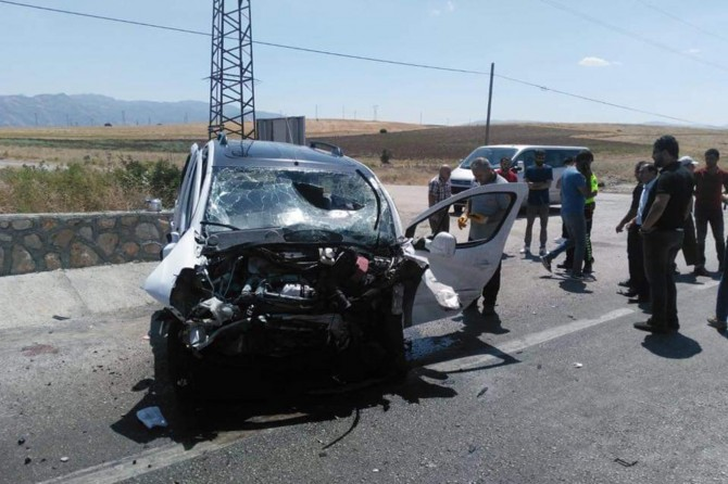 Kovancılar'da feci kaza: 1 ölü 4 yaralı