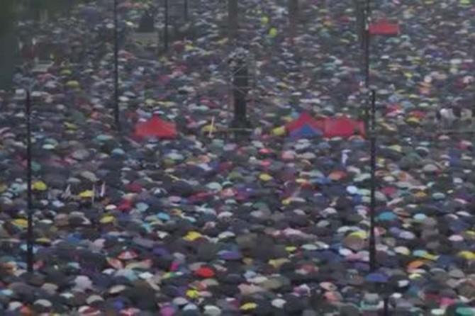 Çin'in uyarılarına rağmen Hong Konglular sokaklardan çekilmedi