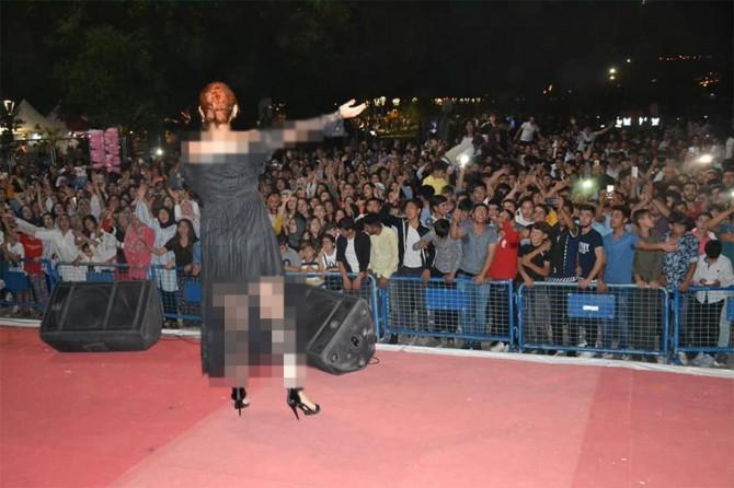 """AK Partili belediyenin konseri """"dindar nesil"""" söylemini gölgeliyor"""
