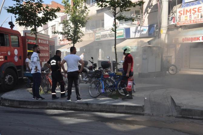 Batman'da Meydan Mahallesi Raman Caddesinde trafo patladı esnaf mağdur oldu