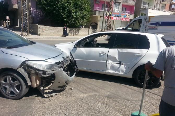 Batman'da seyir halindeki iki araç çarpıştı