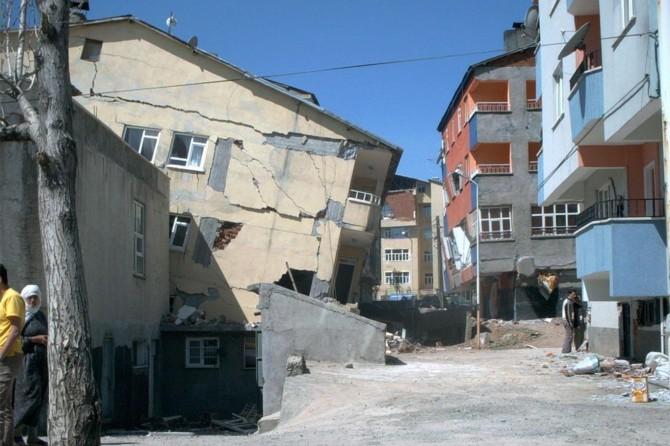 Bingöl'de meydan gelen depremlerde bin 538 kişi hayatını kaybetti