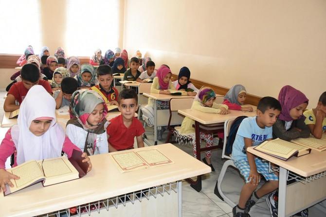 Kur'an-ı Kerim'i öğrenmenin mutluluğunu yaşıyorlar