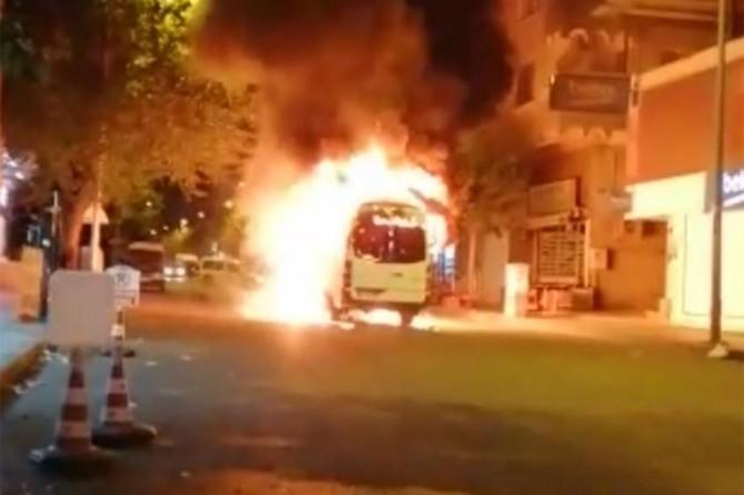 PKK / HDP supporters burn service minibus in Diyarbakır
