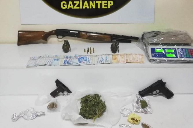 Gaziantep'te uyuşturucu operasyonunda el bombası ele geçirildi