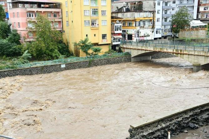 Valilikten açıklama: Samsun'daki afette 2 vatandaş hayatını kaybetti