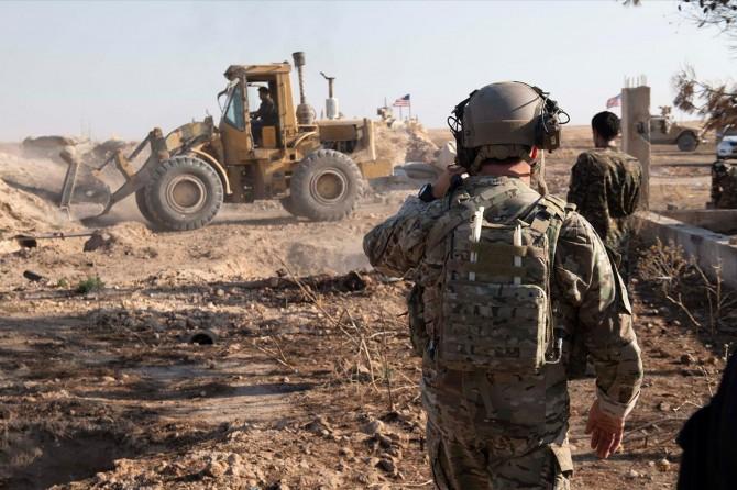 YPG/PKK Suriye'nin kuzeydoğusunda bazı siperlerini yıktı