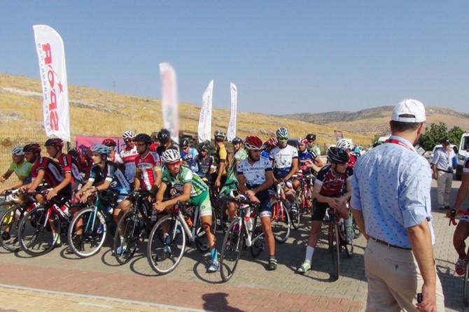 Bisiklet yol yarışmaları başladı