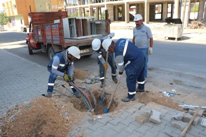 Silopi'de tahrip edilen elektrik panoları polis eşliğinde kuruluyor