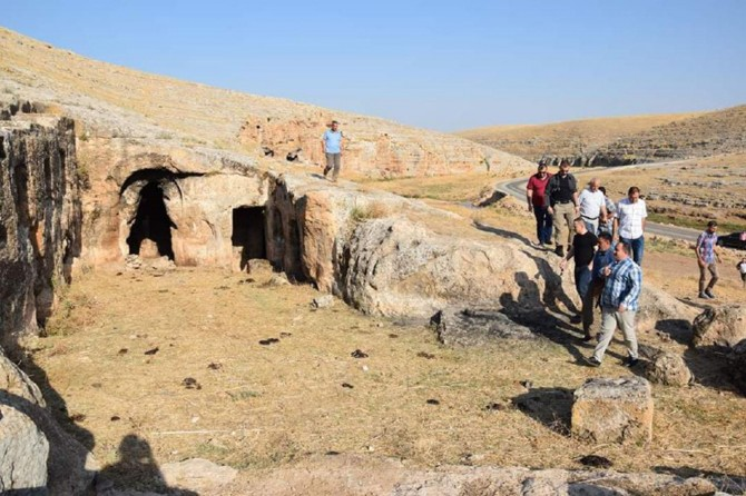 Viranşehir'deki mağara ve kaya evler turizme kazandırılmayı bekliyor