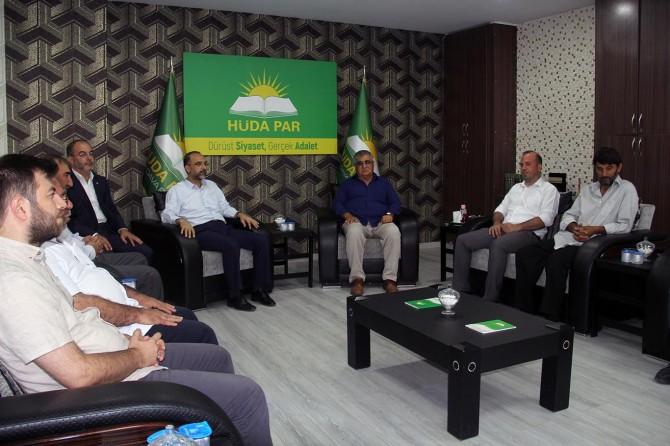 Mehmet Yavuz'un ailesinden HÜDA PAR Genel Başkanı Sağlam'a ziyaret