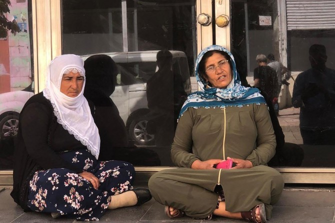Number of mothers performing sit-ins in front of HDP building increasing