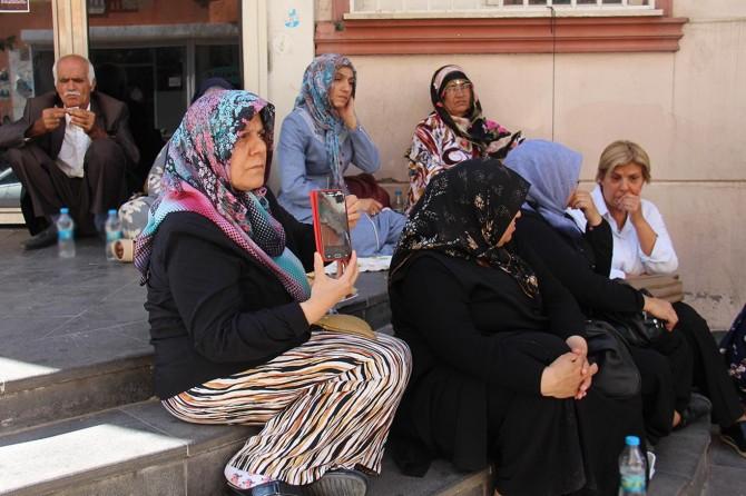 HDP il binası önünde oturma eylemi yapan ailelerin sayısı 8 oldu