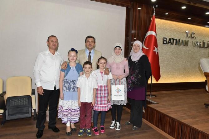 Batman Valisi Türkiye'nin en iyi üniversitelerine yerleşen öğrencileri kabul etti