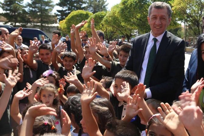 MEB ilköğretim için hazırlanan okul zili ve şarkısını tanıttı