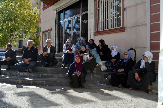 HDP önündeki oturma eylemi 6. gününde