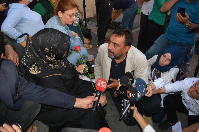 Yazar, aktivist ve sanatçılardan Diyarbakır'daki oturma eylemine destek