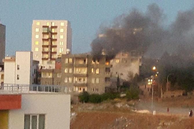 Adıyaman'da ev yangı: 3 kişi dumandan etkilendi