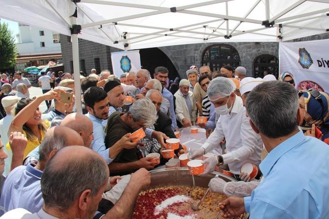 Diyarbakır'ın 5 Camisinde aşure ikramı yapıldı