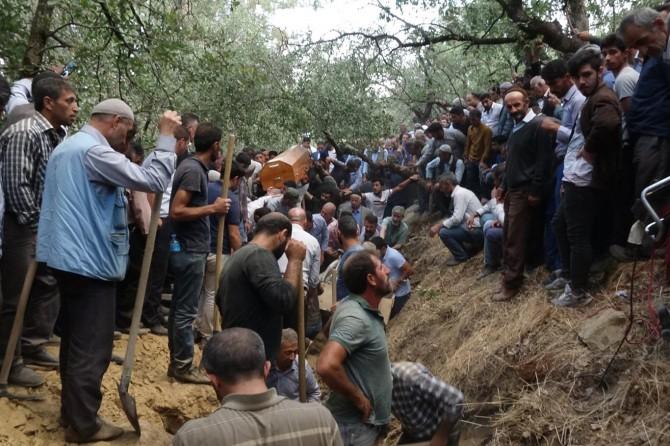 Bitlis'teki kazada hayatını kaybedenler toprağa verildi