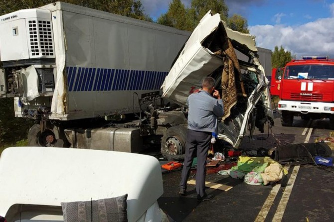 Rusya'da yolcu otobüsü ile TIR çarpıştı: 9 ölü 21 yaralı