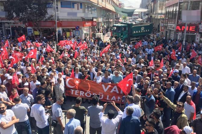 Van'da PKK'nin bombalı saldırısına tepki