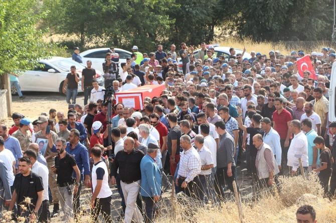 PKK saldırısında hayatını kaybeden korucu toprağa verildi