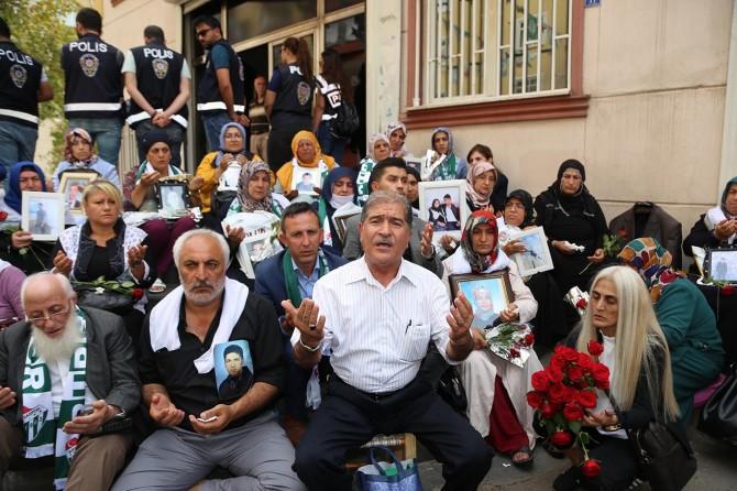 Siyasi parti ve STK'lardan ailelere destekler sürüyor