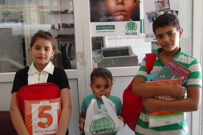 Kızıltepe'de öğrencilere kırtasiye yardımı