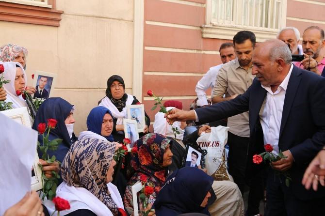 Eşîra Diyarbekirî ji bo piştgirîyê çûn serdana dayikên ku çalakîyê li dar dixin