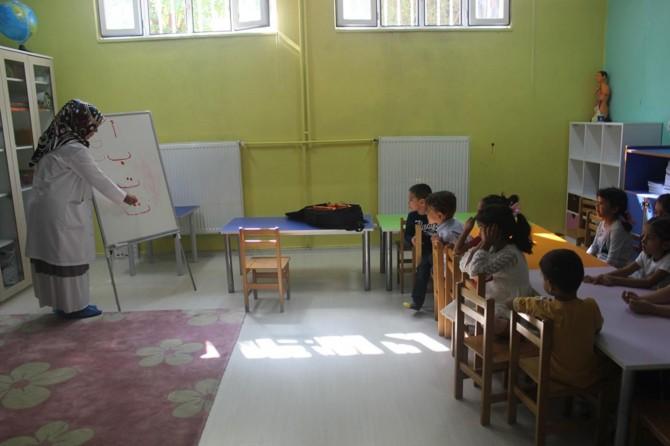 Ana sınıfı çocuklarına Kur'an bilgisinin yanında değerler eğitimi de veriliyor