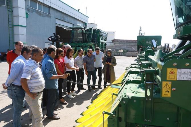 Diyarbakır'da pamuk toplama makineleri ile hasat kontrolör kursu verildi