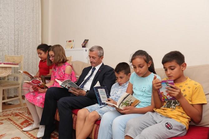 Kitap okumayı alışkanlık haline getirmeliyiz