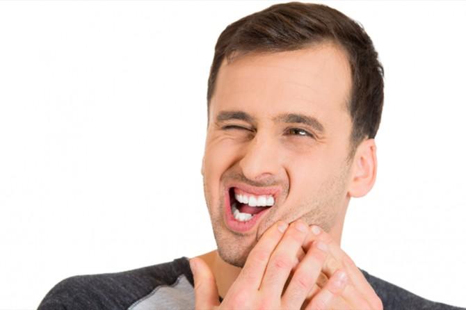 İş ve okul stresi diş sıkmaya neden olur mu?
