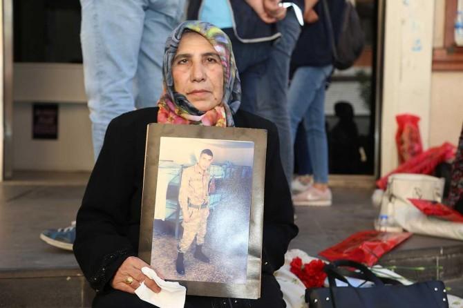 Siirt'ten gelen bir aile de oturma eylemine katıldı