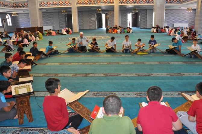 Müftü Erhan: Camiler 365 gün Kur'an eğitimi için açıktır