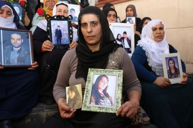 Evlat nöbetindeki acılı anne: Kızımın gelinliğini de kefenini de hazırladım