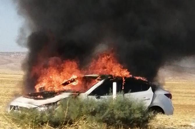 Nusaybin'de kaza yapan otomobil alev aldı: 3 yaralı