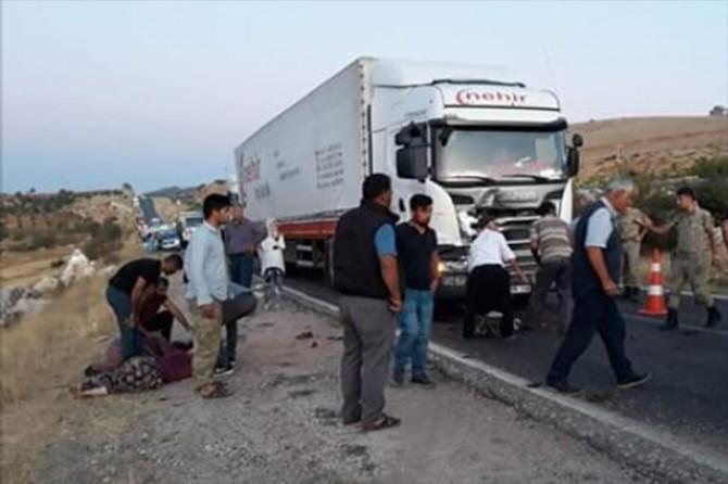 TIR ile traktör çarpıştı: Bir ölü 7 yaralı