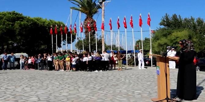 Foça'da Gaziler Günü'nde tesettürlü sunucuya büyük saygısızlık