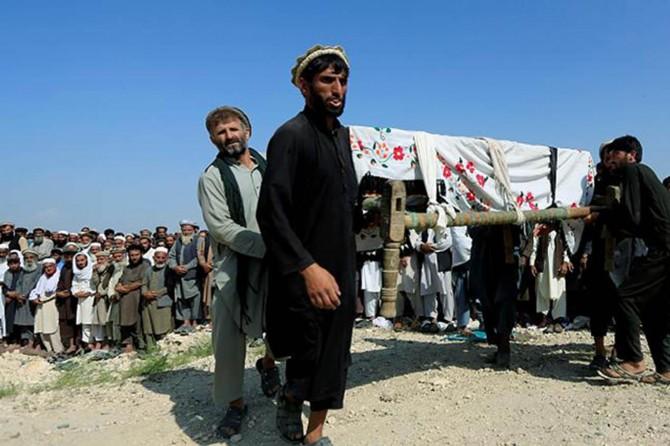 Amerîka li Efxanistanê êrîşî karkerên ziraetê kir: 30 şehîd 40 birîndar