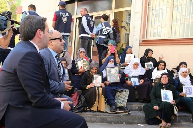 Hafızlar: Evlat nöbetindeki aileleri Kur'an tilaveti ve ilahilerle teselli etti