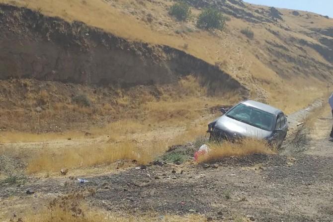 Batman-Siirt Karayolu'nda 0tomobil şarampole girdi: 2 yaralı