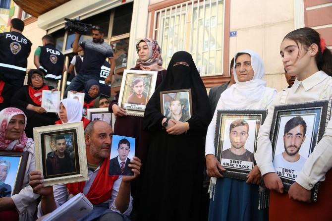 Kulp'taki PKK saldırısında çocuklarını kaybeden ailelerden evlat nöbetine destek